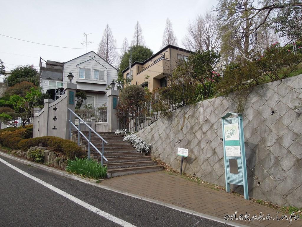 外交官の家の入り口
