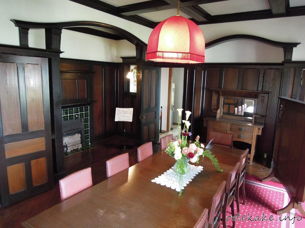 外交官の家の食堂