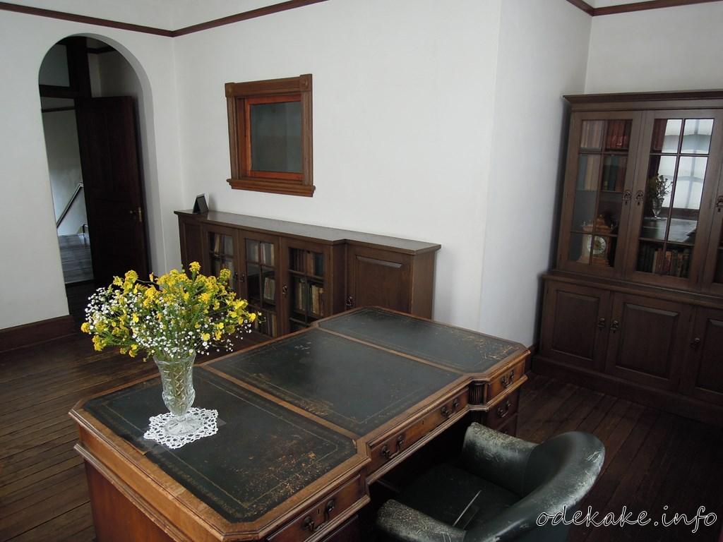 外交官の家の書斎