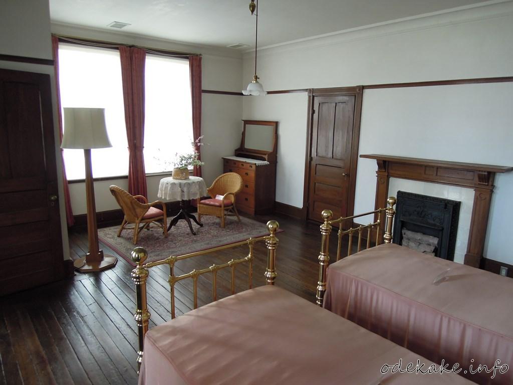 外交官の家の主寝室