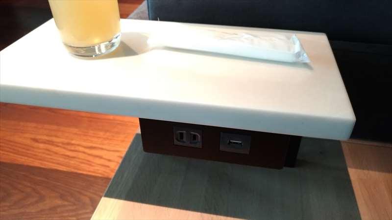 テーブルの電源