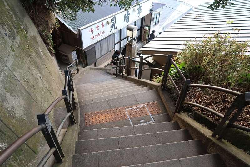 岩屋への階段