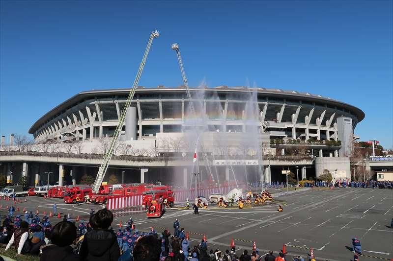 消防総合演技、一斉放水