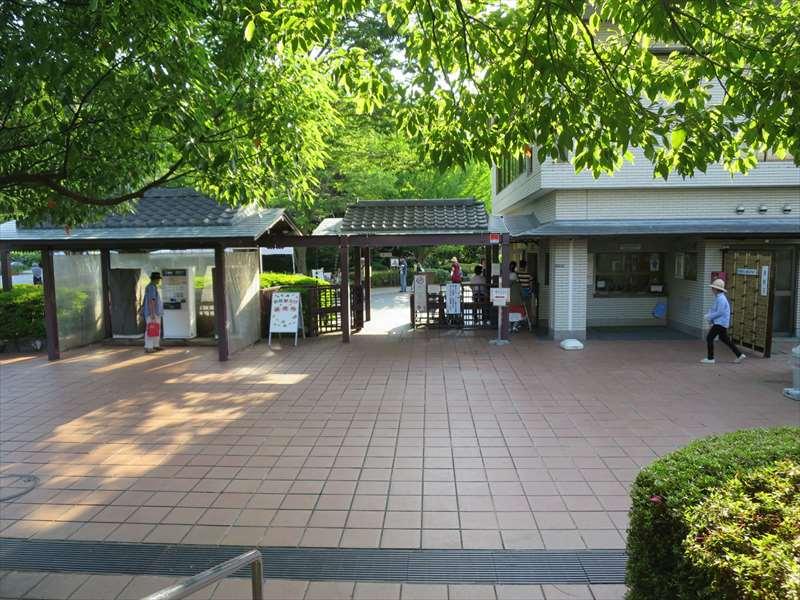 横須賀しょうぶ園の入り口