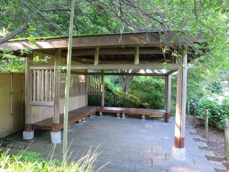 横須賀しょうぶ園の東屋