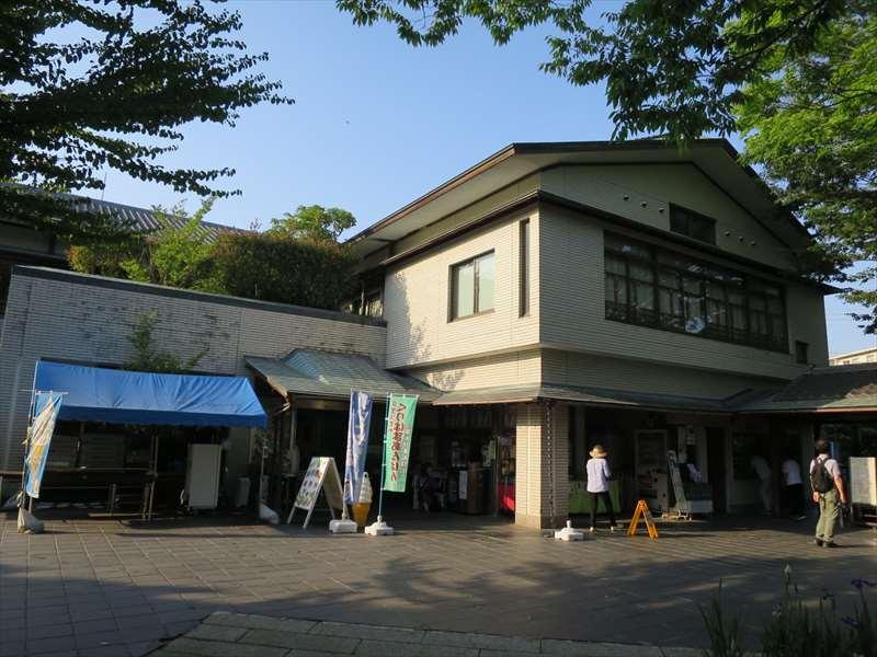 横須賀しょうぶ園の管理棟