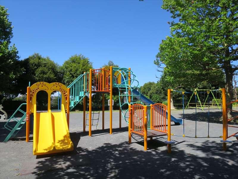 子供の遊び場の複合遊具