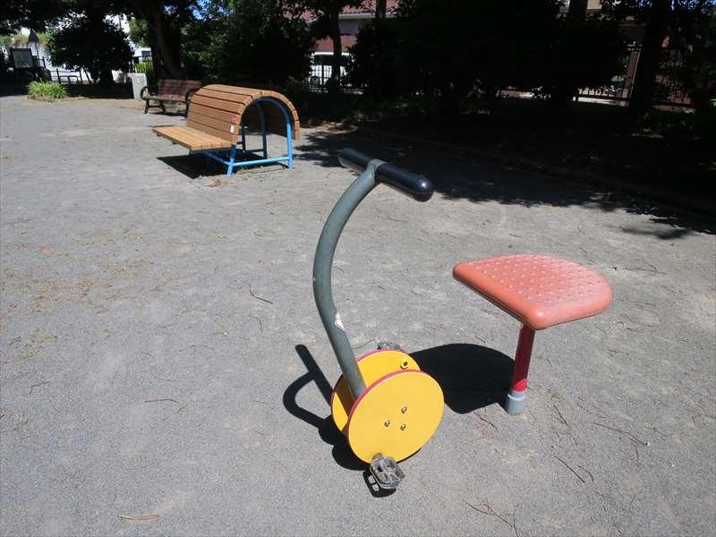 健康遊具広場の遊具