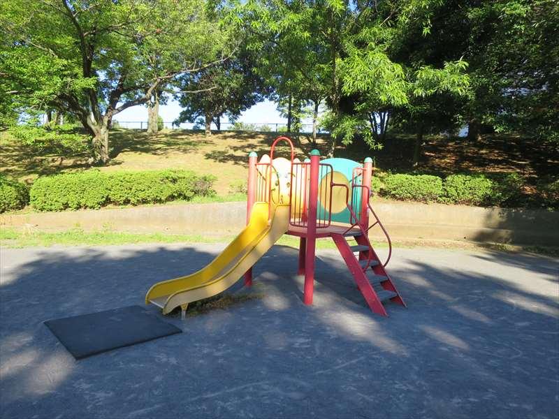 子供の遊び場の遊具