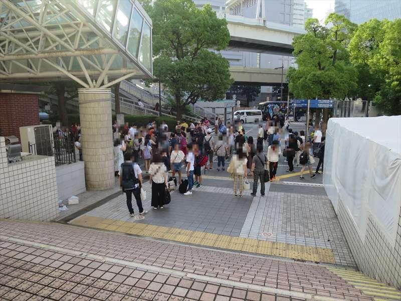 横浜駅東口に集合