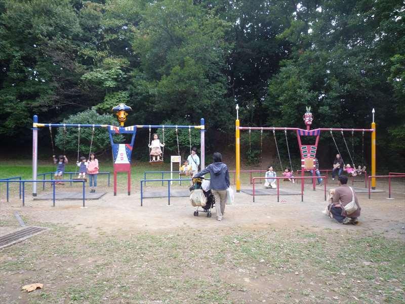 遊具広場のブランコ