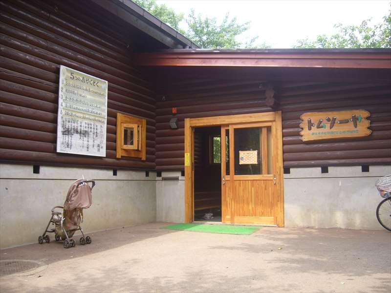 ログハウスの入口
