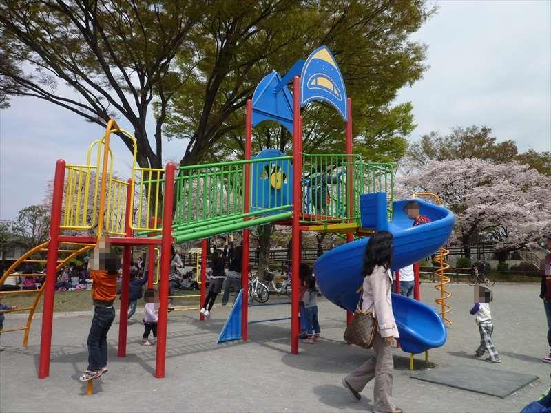 ロケット広場の遊具