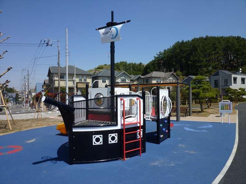 黒船の形をした遊具