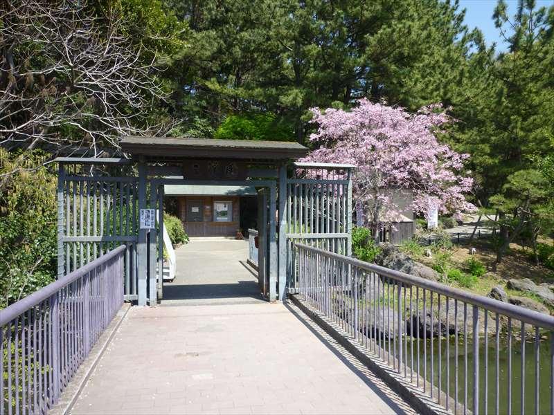 参渓園の入口