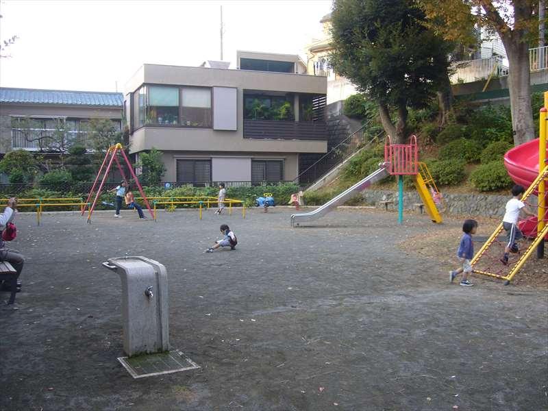 公園北側の子供の遊び場