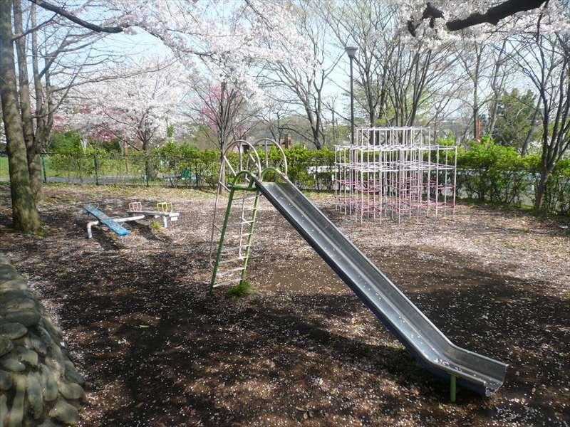 別の子供の広場(横浜市戦没者慰霊塔の隣)
