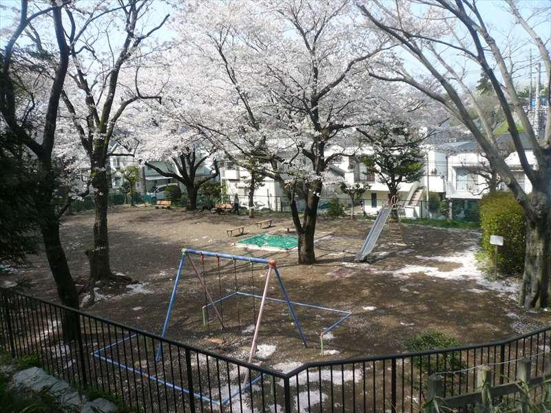 公園の南西の子供の遊び場