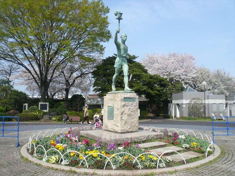 平沼亮三の像