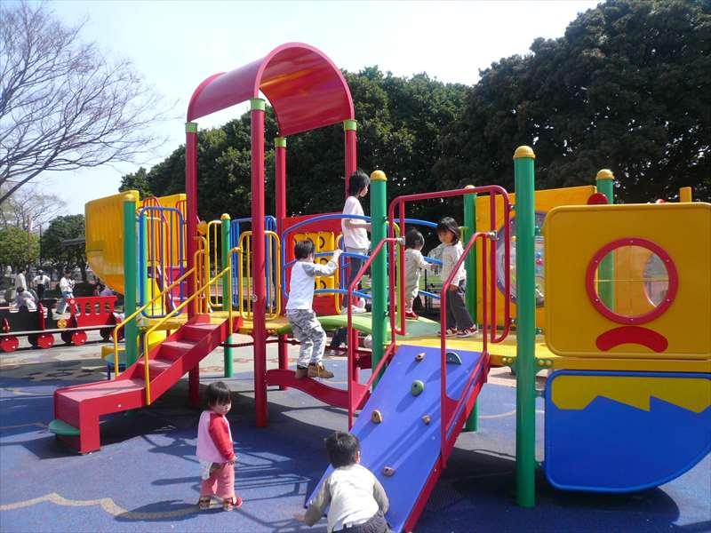 子供の広場(公園の中央)