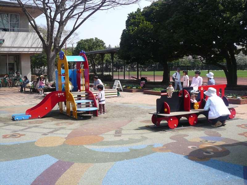 子供の広場の遊具